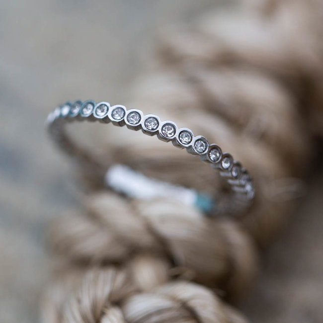 IXXXI Small circle Stone ring zilver