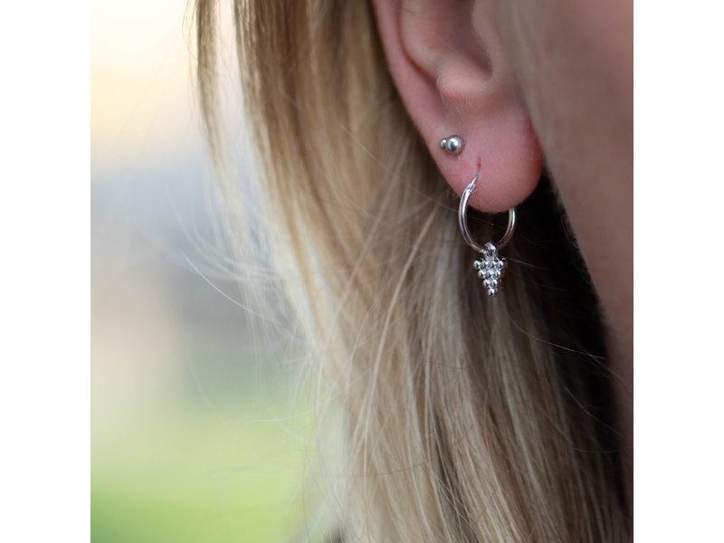 KARMA Karma zilver oorbellen met driehoekje met bolletjes