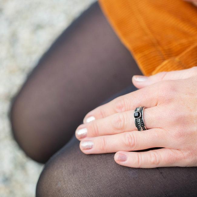 IXXXI Zilver ring met zwarte facet steen