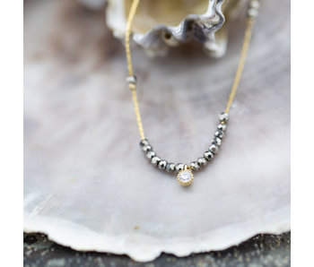 ZAG  Bijoux Ketting goud met grijze kraaltjes en diamantje