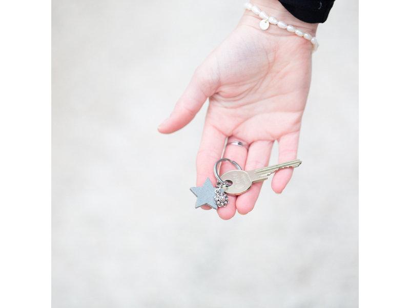 Zeeuws Zilverkleurige Sleutelhanger met kleine Zeeuwse knop en Ster