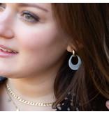 Biba goud oorbellen met grijs platte druppel hangers