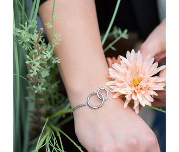 Go Dutch Label Zilver armband  twee verbonden ringen