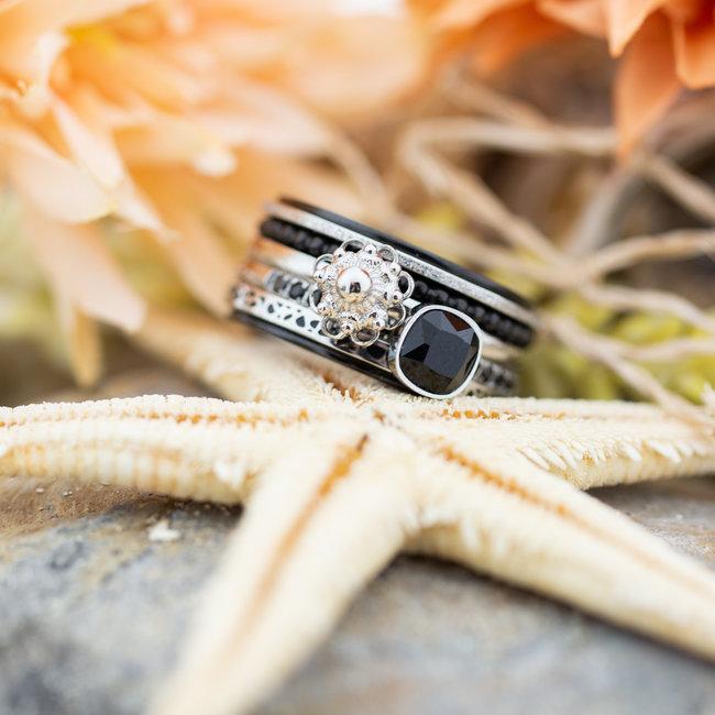 IXXXI Complete ixxxi ring zilver zeeuwse knop en zwarte steen