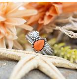 IXXXI Complete zilver ring met witte steen en koraal druppel
