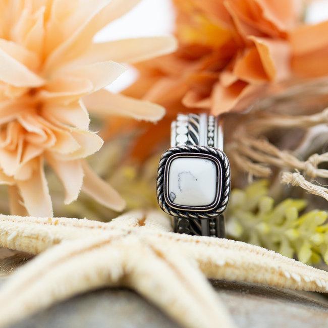 IXXXI Complete ring met witte vierkante steen