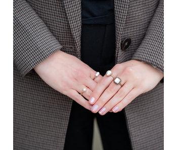 IXXXI Rosegoud ring met witte steen