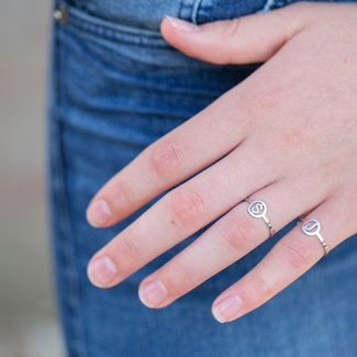 Beadle Initial ring zilver