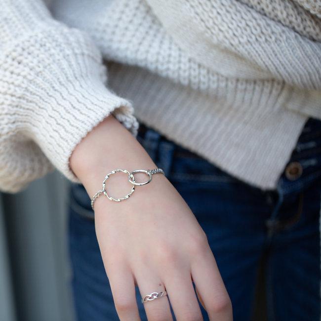 Go Dutch Label Zilver schakelarmband  twee verbonden ringen