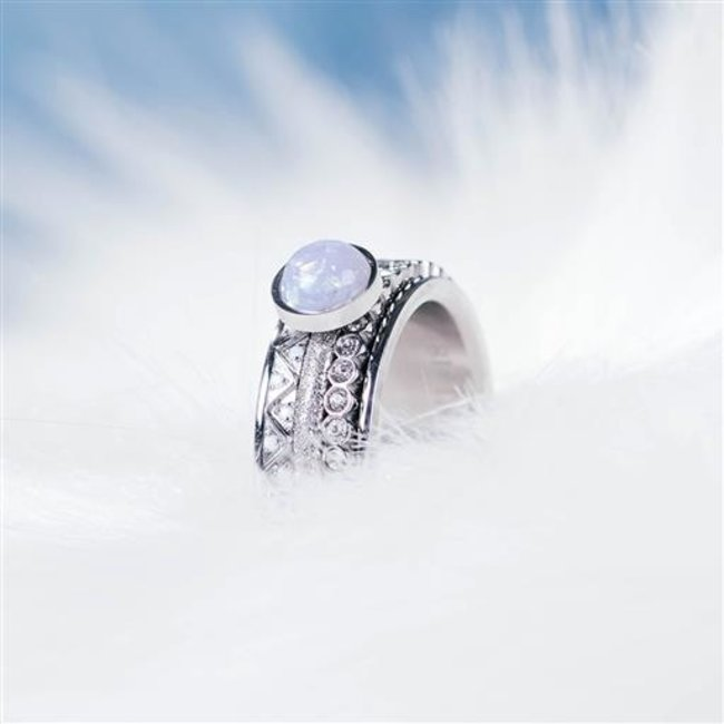 IXXXI Complete ring opal