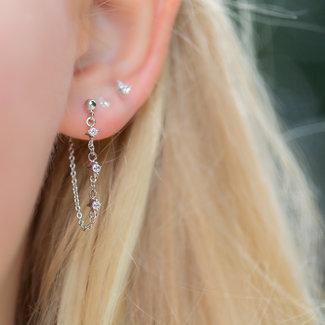 KARMA Zilver oorbellen met ketting en drie zirconia steentjes