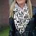 Warme teddy sjaal stippen grijs