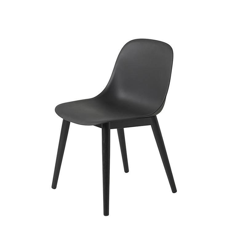Muuto Fiber Side Chair houten onderstel