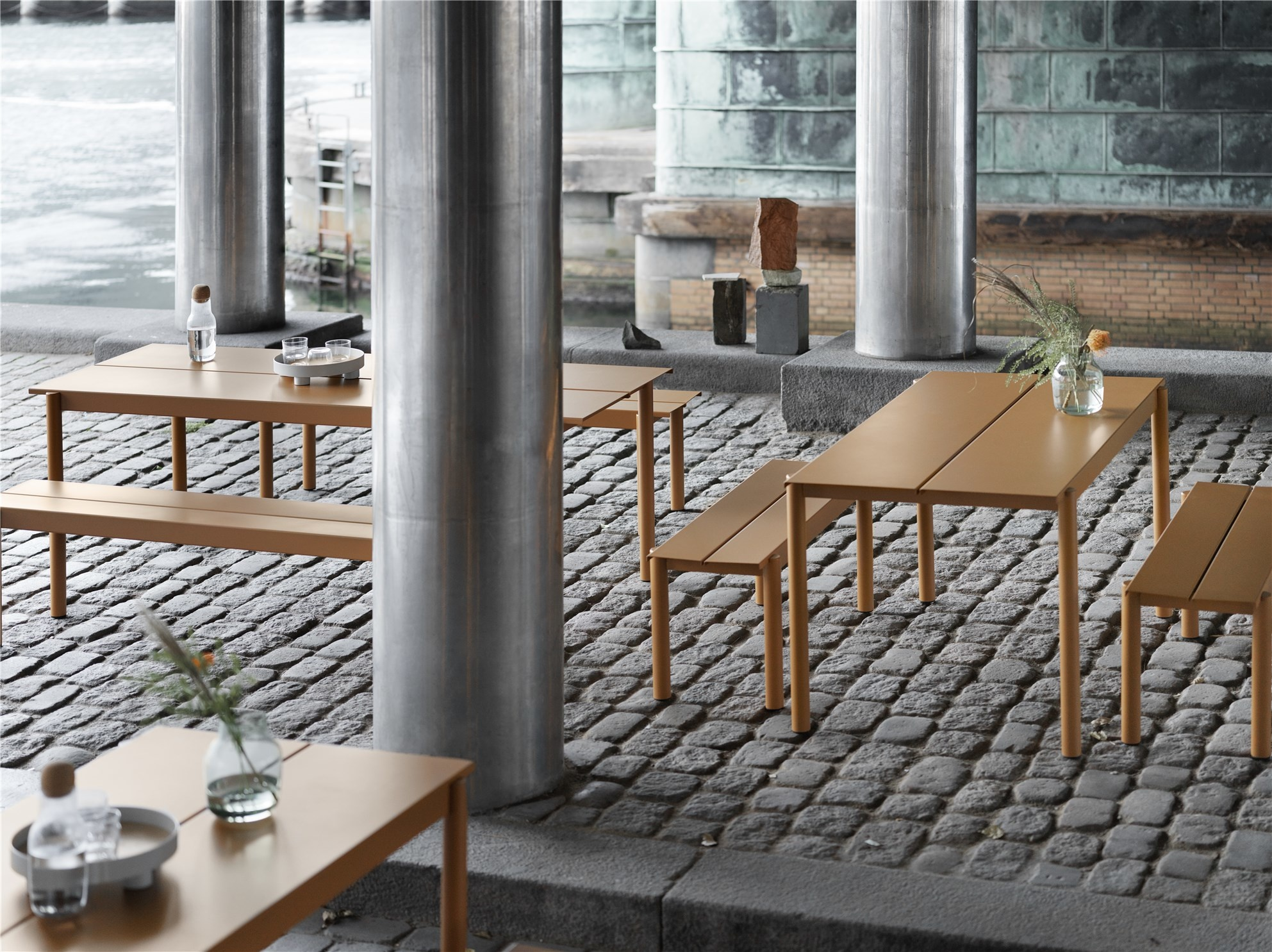 Muuto Linear set de jardin table 140x80 + 2 banques 110x34