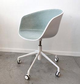 HAY About A Chair AAC52 met gaslift gestoffeerd