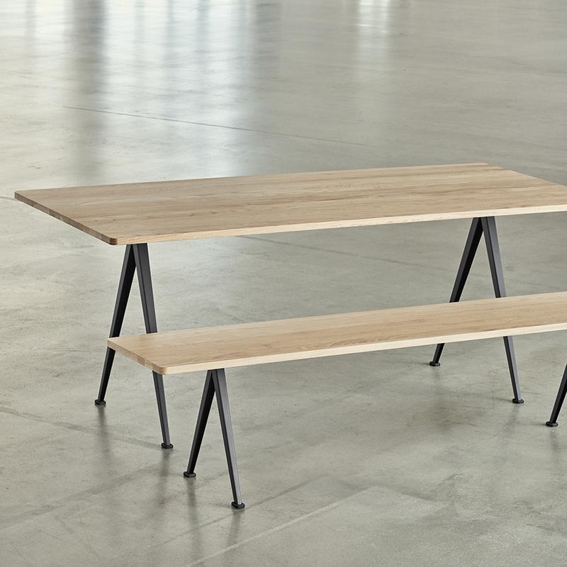HAY Pyramid table 02 (cadre noir, chêne laqué mat) FAST TRACK