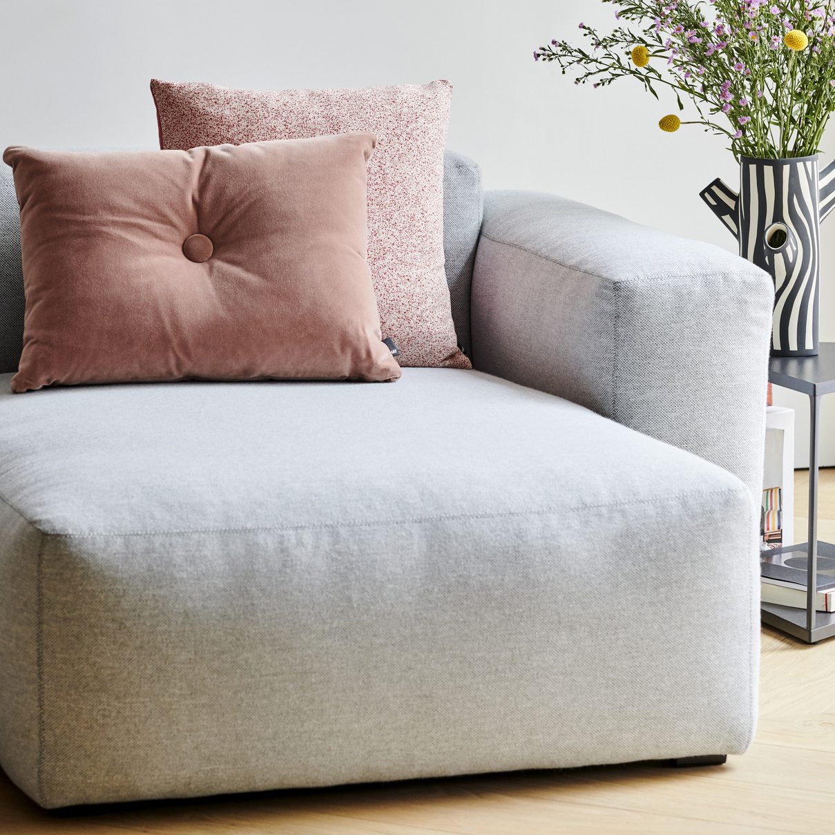 HAY MAGS soft low armrest 2.5 seater - combination 3