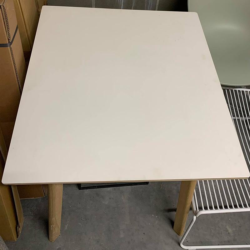 HAY HAY CPH DEUX 210 tafel - 75 x75 wit + mat gelakte poten