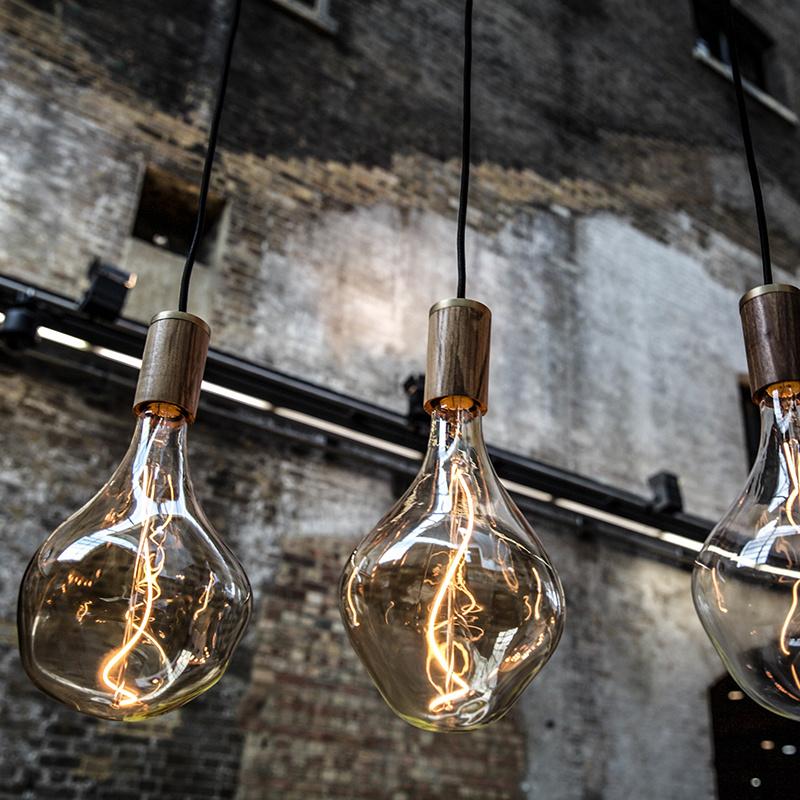 Tala LED Knuckle lamphouder Walnut