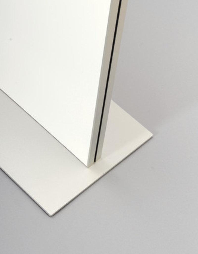 "Kunst&Dünger ""grow together"" iPoint floor display"