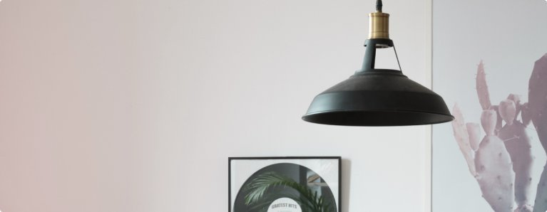 Een hanglamp maakt je interieur helemaal af.