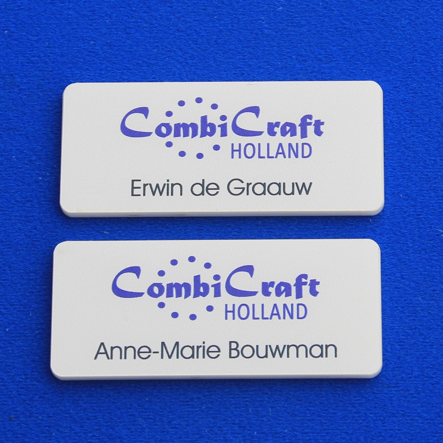 CombiCraft Representatieve witte naambadge Edelweiss met een full Colour logo, prijs per stuk vanaf: