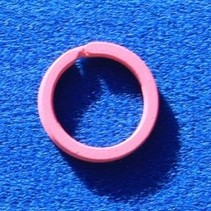 10 Pink gekleurde platte stalen sleutelringen