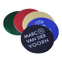 Logo op gekleurd Aluminium in Ø30mm gegraveerd