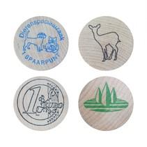 Houten munten bedrukt met één kleur