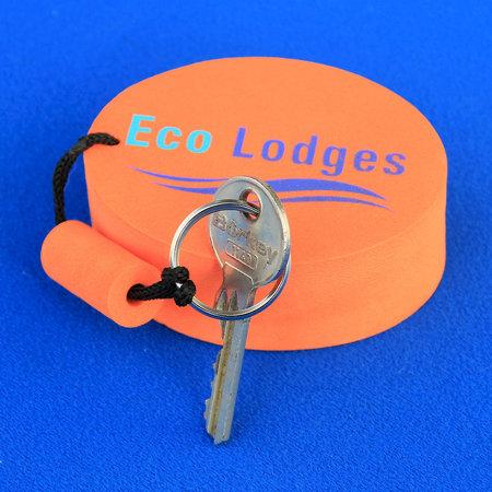 CombiCraft Voorbeeld van drijvende sleutelhangers met twee kleuren opdruk voor Eco Lodges
