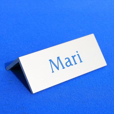 CombiCraft Voorbeeld van dakbordjes zilverkleurig aluminium met tekst Mari