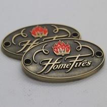 Brons gegoten dikker Logo plaatje/merkje in reliëf.