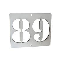 Huisnummer met uitgespaard nummer