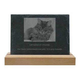 Leisteen met houten standaard, 30x20x0,5cm