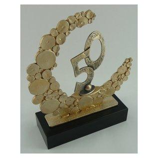 Gegoten metalen award met gravering en 50; 235x80x280mm