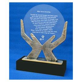 Gegraveerde metalen trofee 'Op handen gedragen' 200x80x275mm