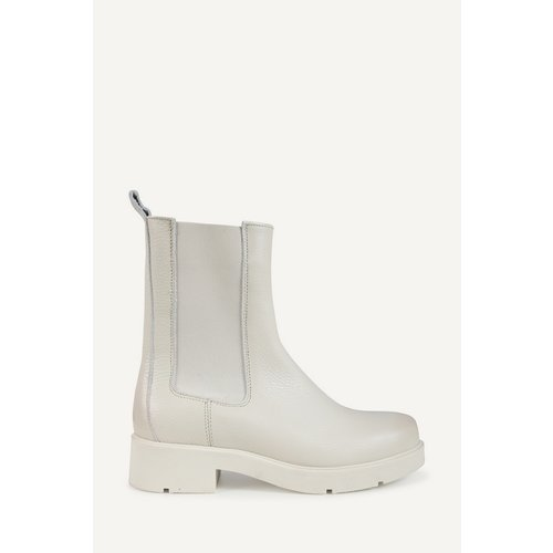 Shoecolate Chelsea boots off white