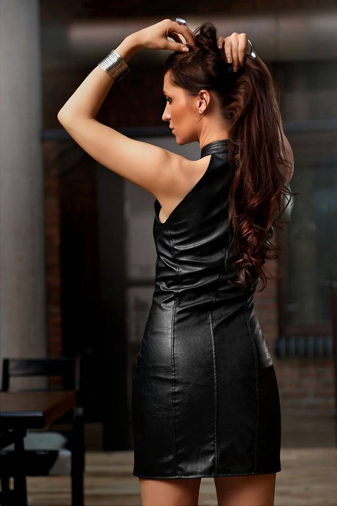 * SOLEIL  by XXX COLLECTION Pu- leren jurk heeft aan de voorkant een ritssluiting.