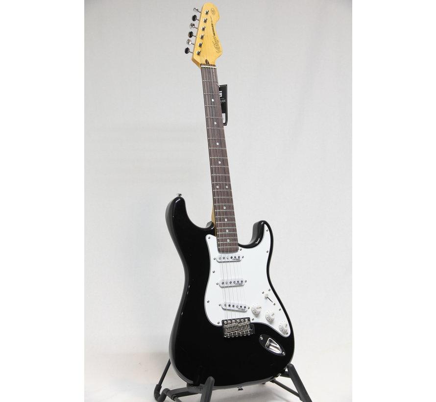 Vintage V6BB Boulevard Black Stratocaster elektrische gitaar