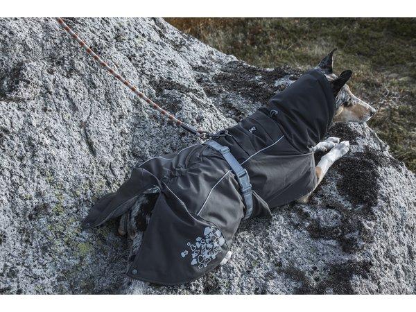 Il cappotto invernale più caldo con riflettori interni in alluminio e una colonna d'acqua da 10'000