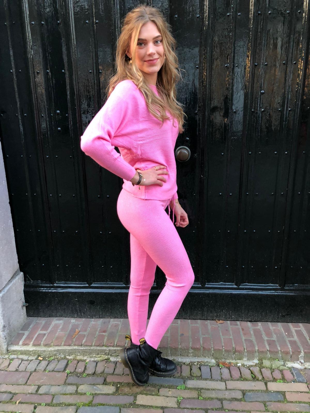 1018 Emma Comfy Suit Ribbel Neon Pink