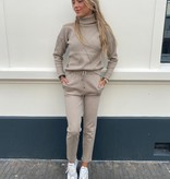152 Azaka Comfy Suit Col Taupe