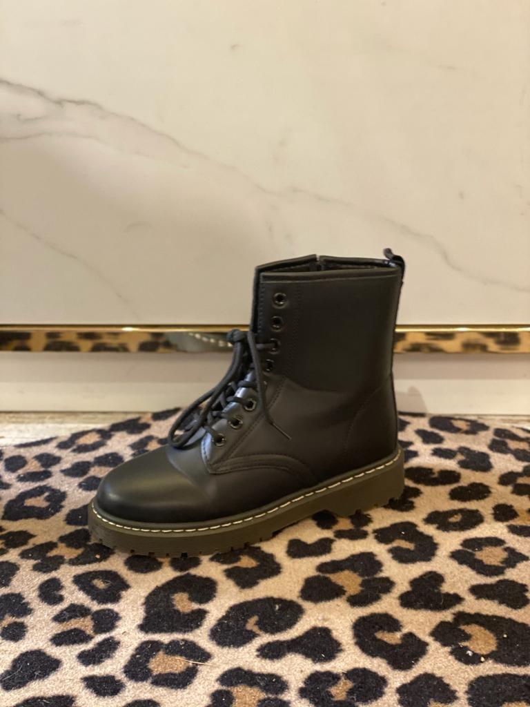 001 Boots Black label