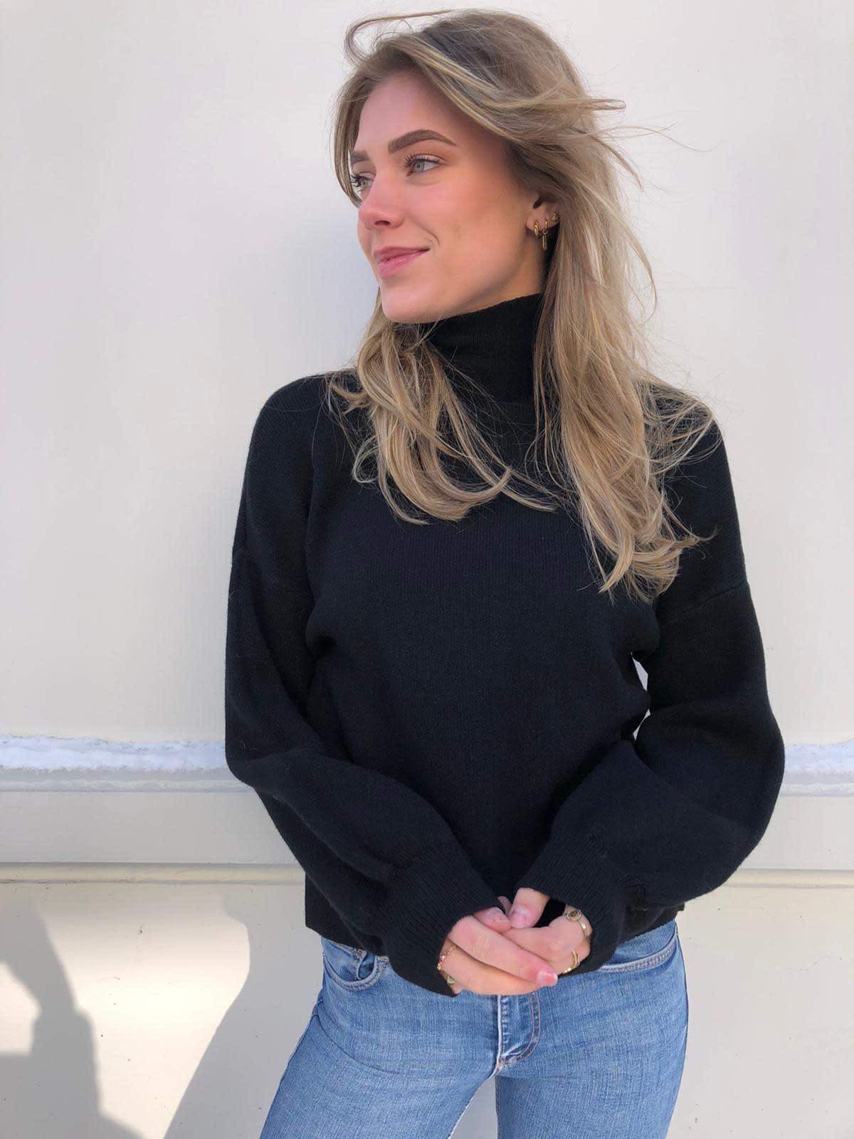 2104 Ambika Basic Cropped Sweater Black