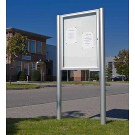Informatievitrine op palen 75x75 cm ronde staanders 90