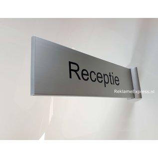 Huismerk Receptiebord haaks op de muur uitsteekbord