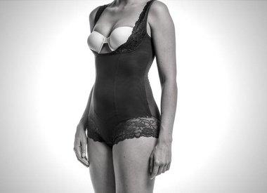 32b29e4939a Platte buik? Corrigerend ondergoed & mooie shapewear - Curveswear.com