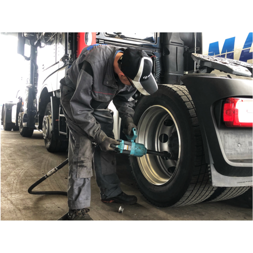 Montage bei BAS Tyres (Truck)