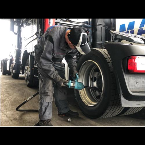 Montage bij BAS Tyres  ( Truck )