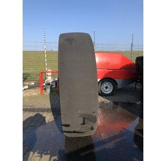Χρησιμοποιεί Goodyear Hard Rock Rib Type 4S 16.00R25